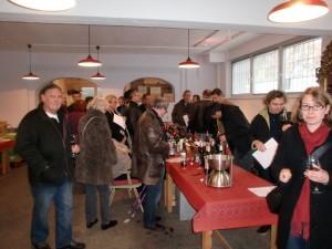 Weinprobe beim Tag der Offenen Tür in den Geschäftsräumen von La Vineria