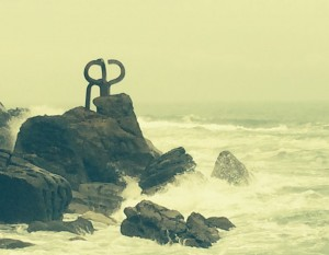 Einer der drei Windkämme Eduardo Chillidas in Donostia/San Sebastian