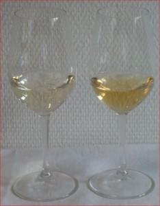 Bereits die Farbe lässt erkennen, dass der Inhalt von zwei Flaschen unterschiedlich ist